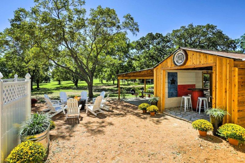 'Texas Roots' 3BR Fredericksburg House w/Hot Tub!, vacation rental in Fredericksburg