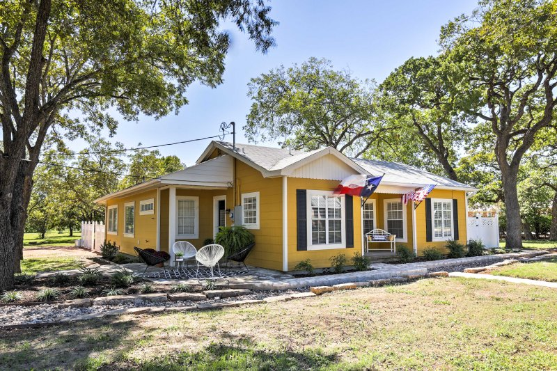 This colorful home comfortably sleeps 7 with room for one more and boasts over 1,600 square feet.