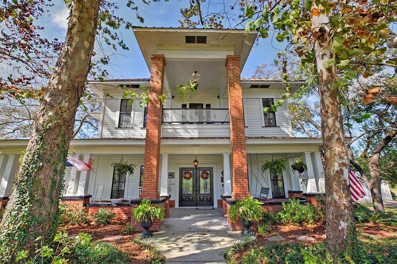 A historic East Texas retreat awaits 10 guests at this Huntington vacation rental house!