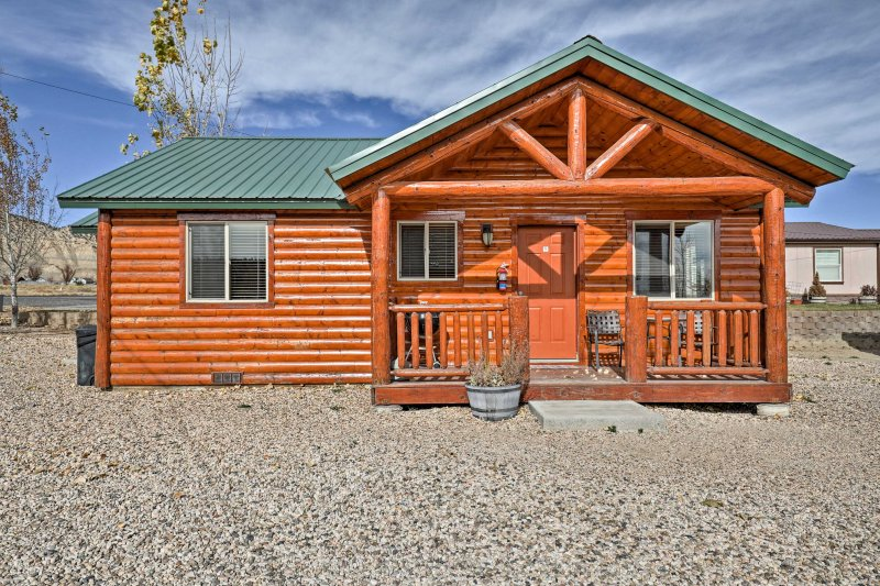 You're sure to be pleased with this rustic vacation rental Utah cabin!