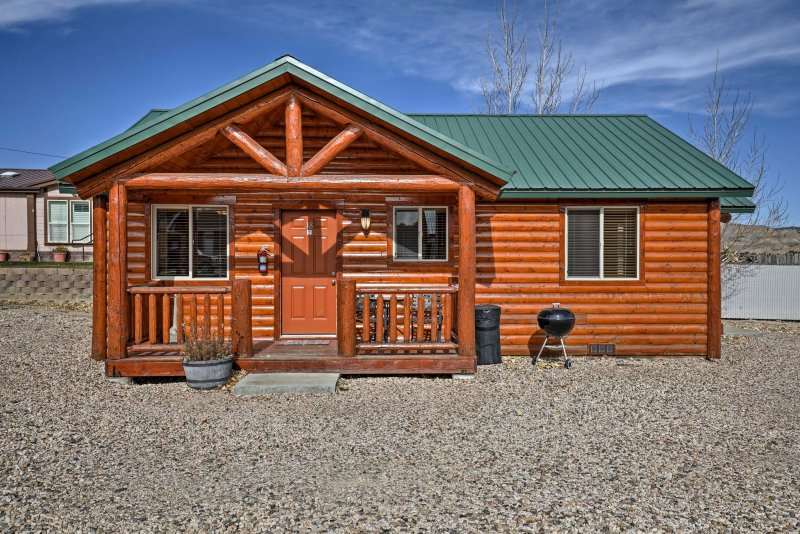 This charming Utah cabin is sure to please!