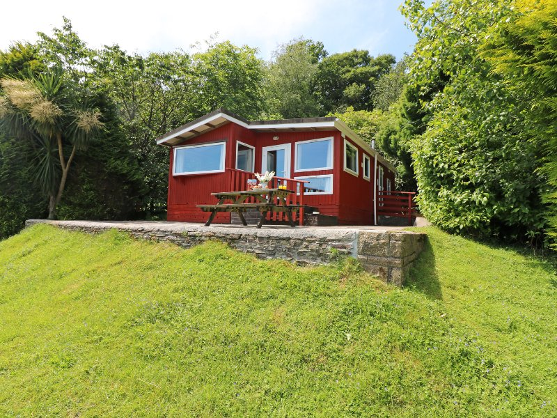 IVY LODGE, hideaway with dreamy views, dog friendly, children's outdoor play, location de vacances à Darite