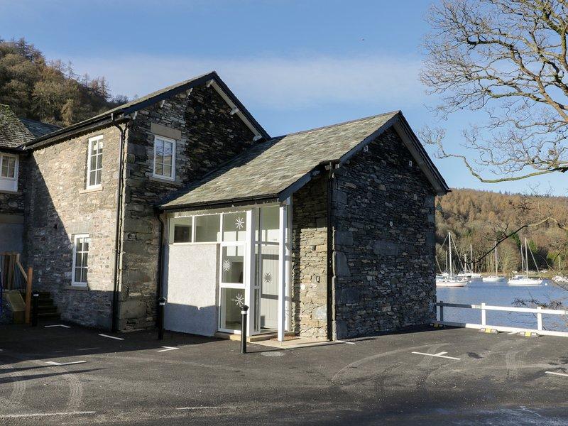 LUND, lake views, en-suite bedrooms, balcony, pet-friendly, in Ambleside, alquiler vacacional en Far Sawrey