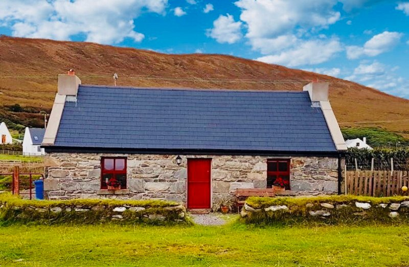 The Old Beach Cottage, Achill Island – semesterbostad i County Mayo