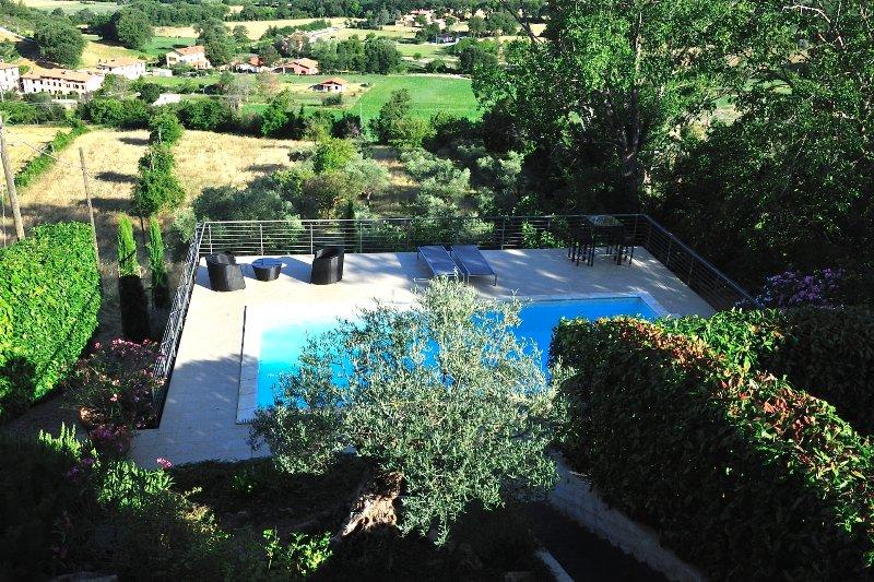 piscine en suspension avec vue sur la vallée, holiday rental in Nocera Umbra