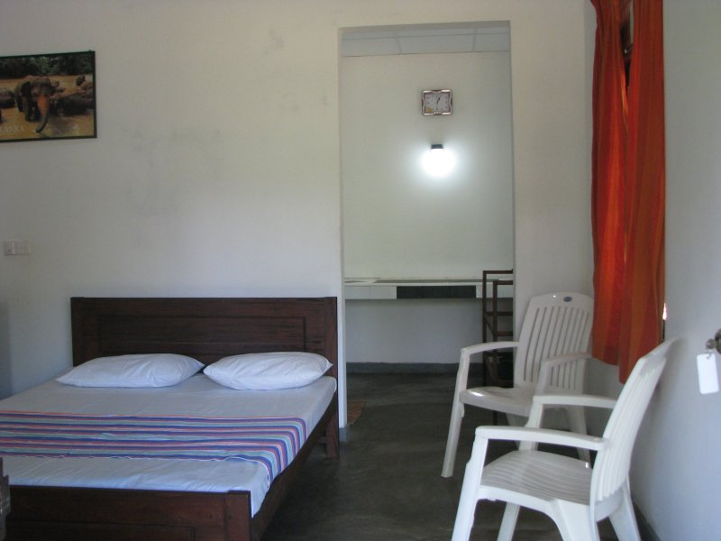 Double room -YALA-KATAGAMUWA REST-KATARAGAM, vacation rental in Thanamalwila