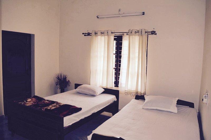 Muthodi Madilu Homestay - Bedroom 1, holiday rental in Mallandur