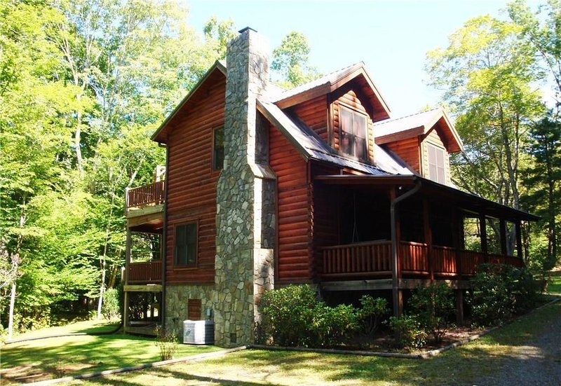 Acorn Retreat-Hot Tub, Pet Friendly, WIFI, Game table, wood fireplace, holiday rental in Fleetwood