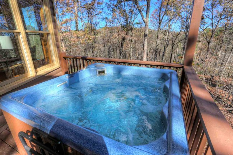 Hot Tub off back deck-Very Private