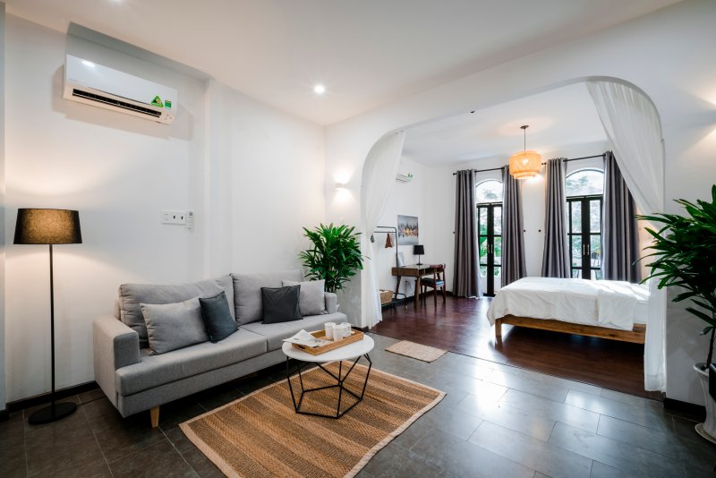 Maison31, Scandinavian Mix Studio w/ Balcony, At Ben Thanh Market, holiday rental in Ho Chi Minh City