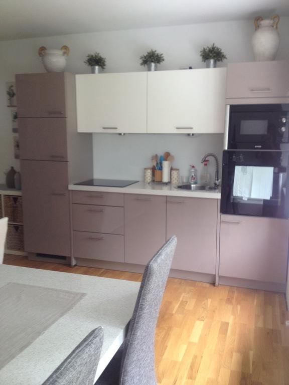 Full Modern Kitchen inc dishwasher