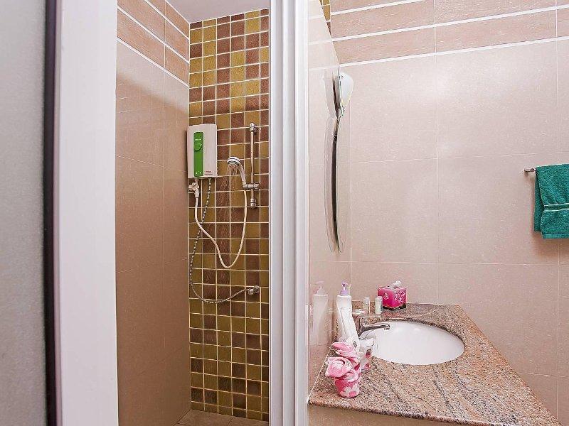 Villa com 3 quartos e 2 banheiros - ********