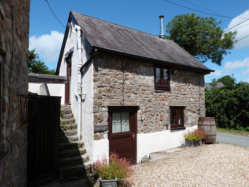 The Granary, 4* Welsh Tourism Board Rated, Log Burner, Pet Friendly, Sleeps Two, vacation rental in Swansea County