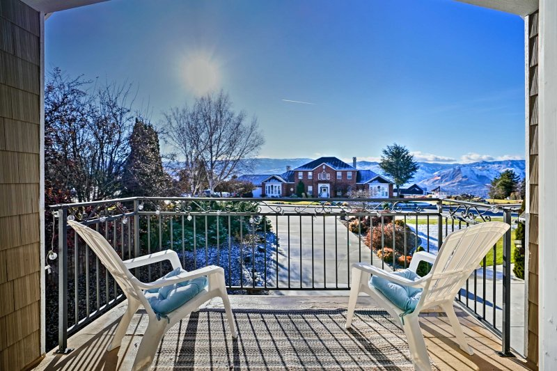 Take a trip to this 1-bed, 1-bath vacation rental apartment in East Wenatchee!