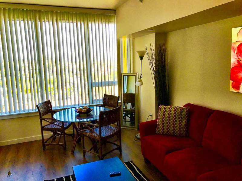 Luxury High rise 1 Bdr Gaslamp, Convention Center- 5min walking distance, holiday rental in National City