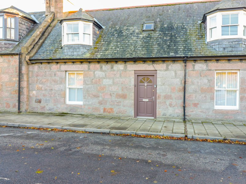 4 HAWTHORN PLACE,  en-suite bedroom, woodburning stoves, in Ballater, Ref, alquiler vacacional en Ballater