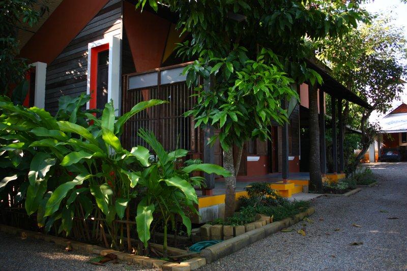 Villaggio Nongprateep 1: A Truly Unique Experience in Chiang Mai, casa vacanza a San Phranet