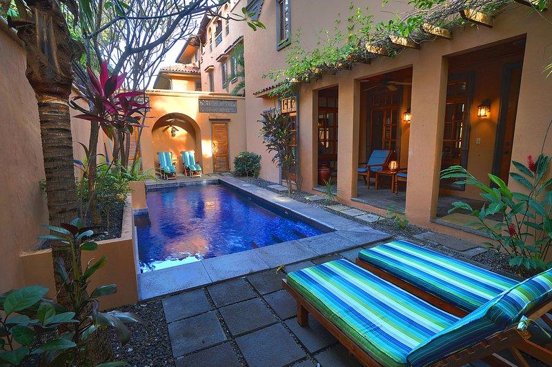 Nossa piscina privada e quintal