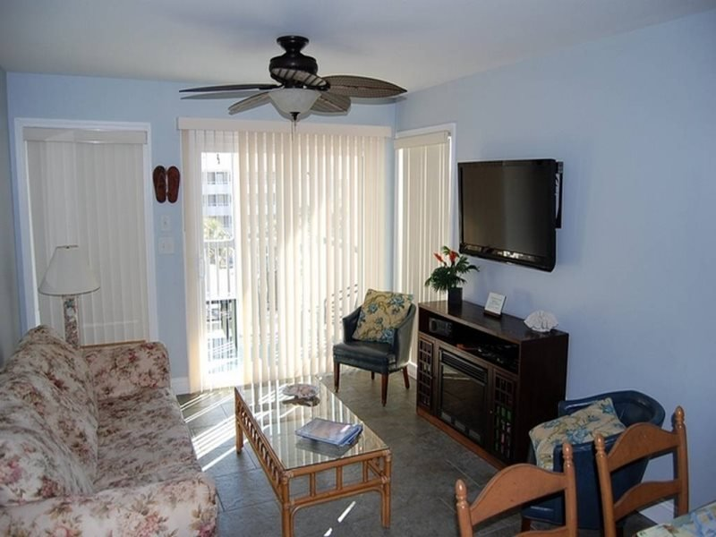 Pelicans Watch 218 (3 Bdrm/2 & 1/2 Bath)***, holiday rental in Myrtle Beach
