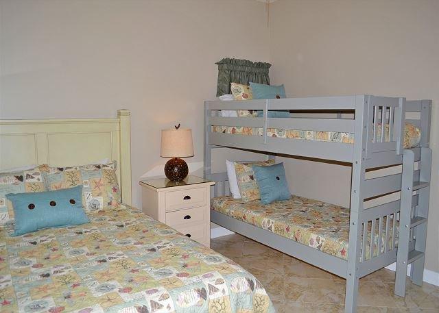 Tides 805 Guest Bedroom
