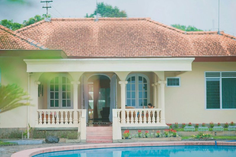 Beautiful Villa with Private Pool, holiday rental in Pasuruan