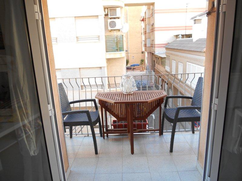 Terrasse avec table et 4 chaises