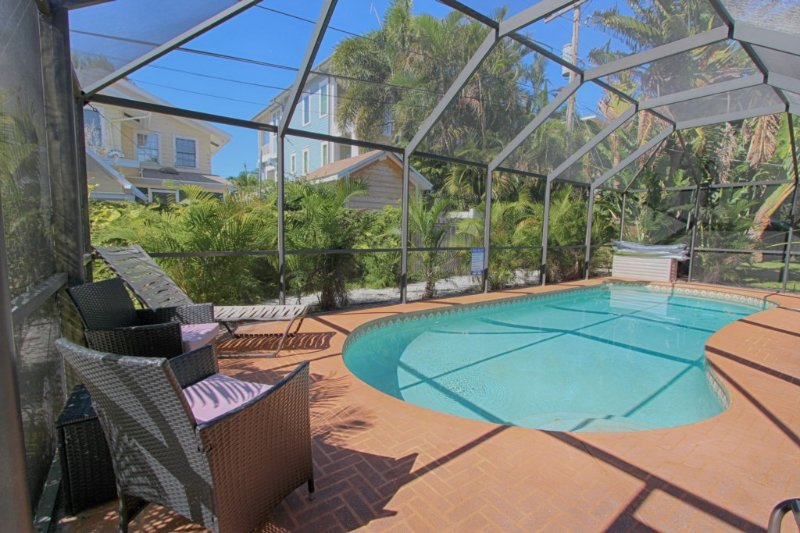Beach Paradise Beach House - Private Pool, holiday rental in Clearwater