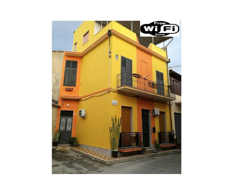 HAPPY HOUSE WiFi FREE BICI FREE, vacation rental in Avola