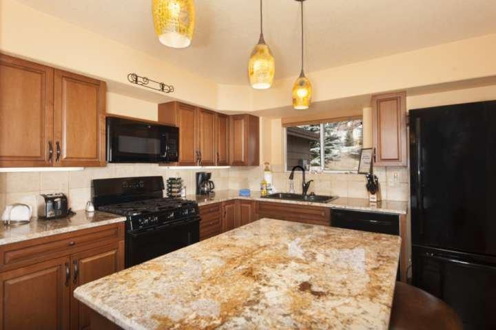 Beautiful Fully Stocked Kitchen