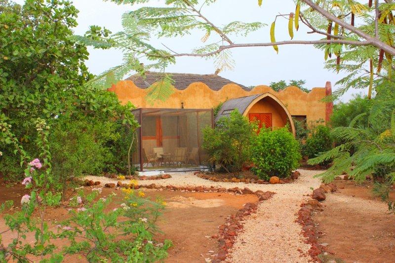 SUITE BIOCLIMATIQUE LODGE DALAAL DIAM, vacation rental in La Petite Cote
