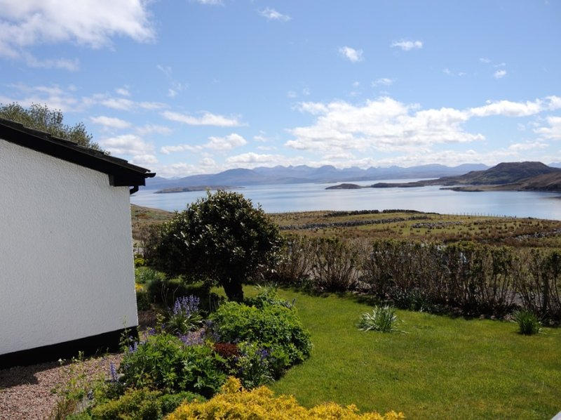 Mullagrach, our lovely family holiday home opposite the Summer Isles, location de vacances à Drumbeg