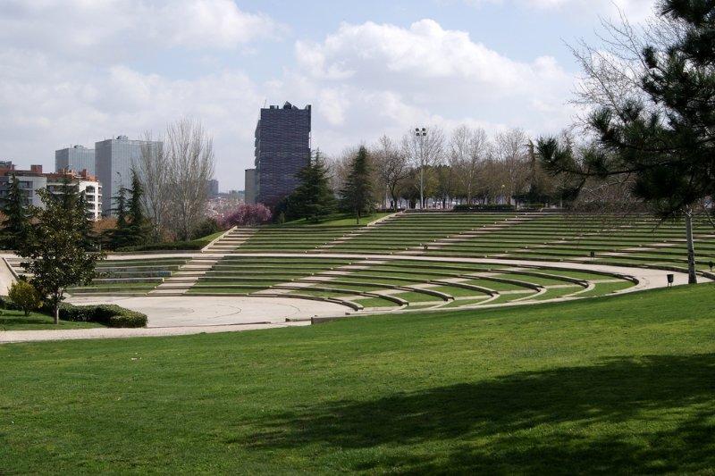 Tierno Galvan Park in de buurt van huis