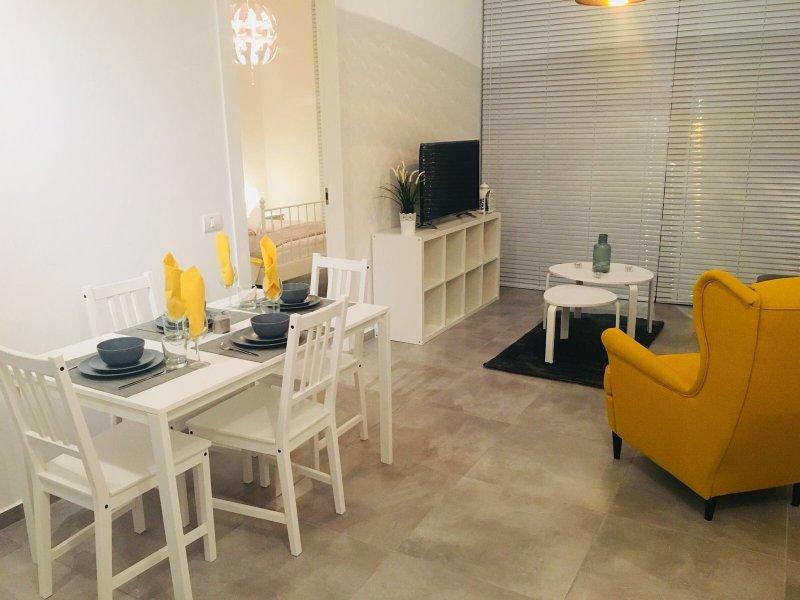 Perfect central beach apartment (apt 33), casa vacanza a Jaffa