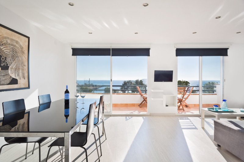 SITGES MAR BLAVA - Above the sea, vacation rental in Sitges