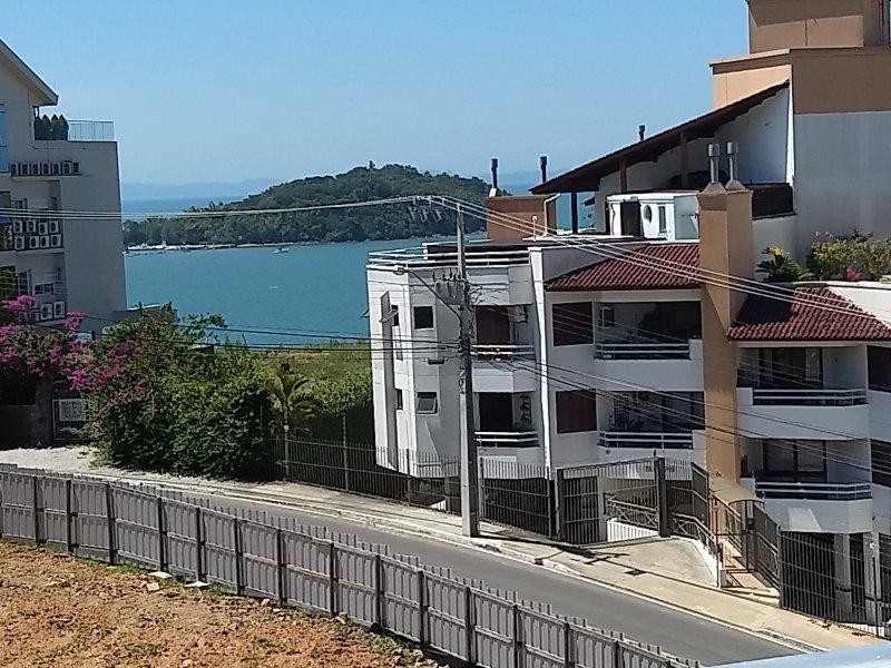 DEPARTAMENTO CANASVIEIRAS - CANAJURÊ 1QUARTO+AIRE+GARAGEM+WIFI+TC CABLE, location de vacances à Governador Celso Ramos