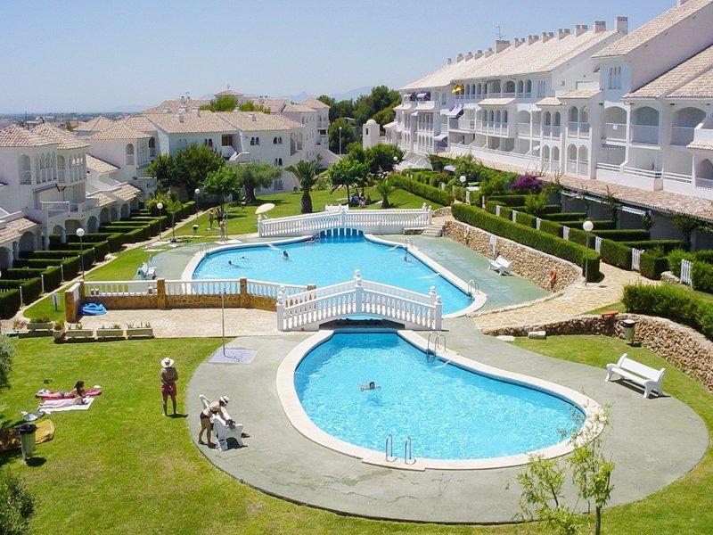 Urbanización con encanto cerca del mar, holiday rental in Alcala de Xivert