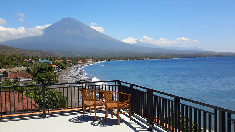 AMED BEACH VILLA......................., vacation rental in Bunutan
