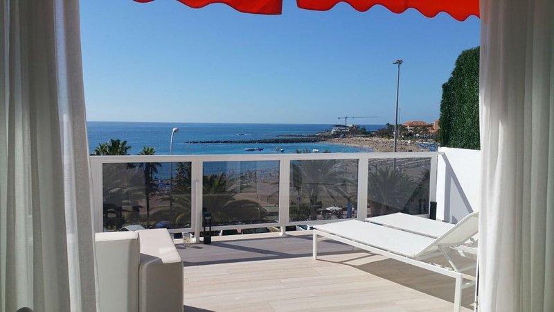 Beachfront Playa las vistas - Los Cristianos 2BR, aluguéis de temporada em Tenerife