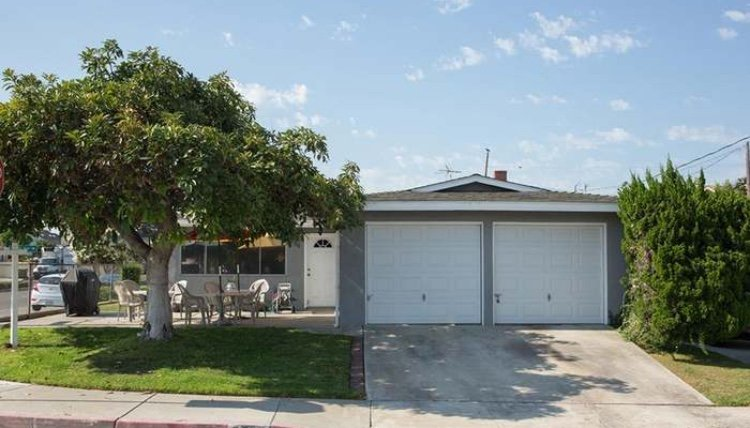 Cozy Room in Redondo Beach, holiday rental in Lawndale