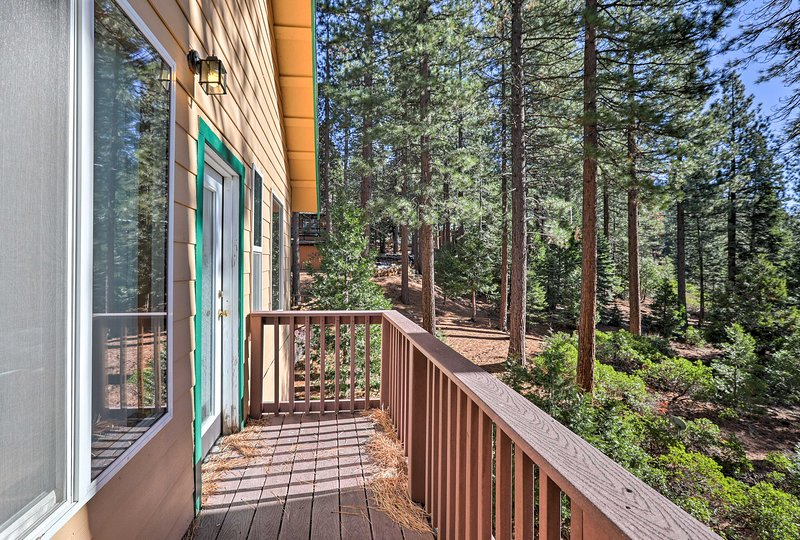 North Lake Tahoe Cabin w/Decks - 5 Min. to Beach! Chalet in Northstar