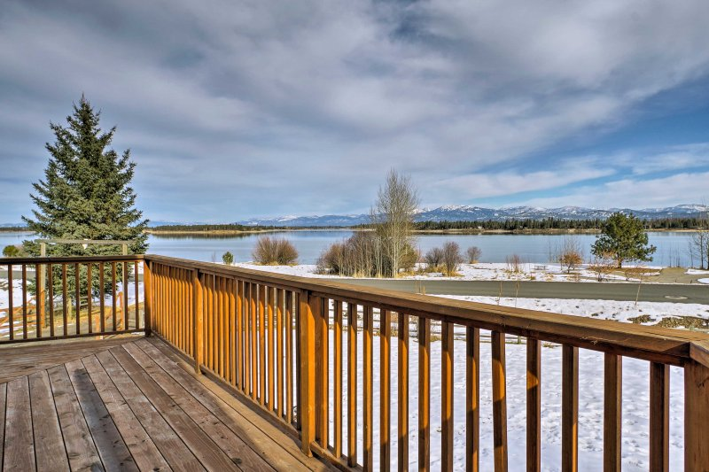 Elevate your Donnelly getaway at this 4-bed, 2-bath home with stunning views!