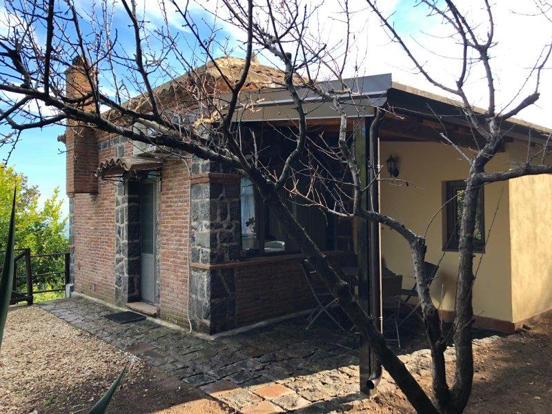 Chalet sull'Etna  - Baita - Cottage a Milo, location de vacances à Milo