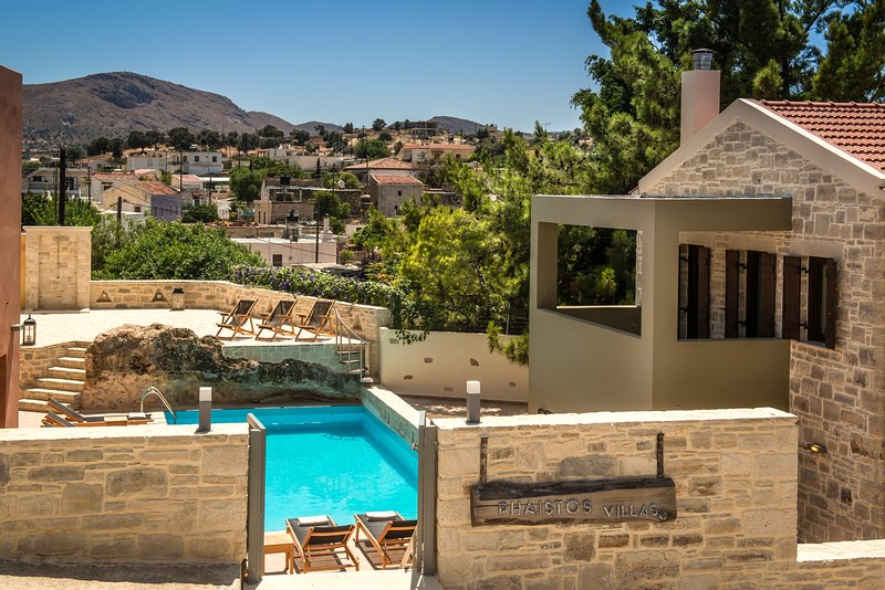 Phaistos Villas. Traditional, tranquil, with uninterrupted views and pool., Ferienwohnung in Mires