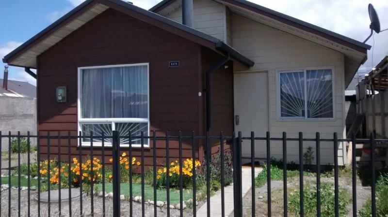 Casa muy acogedora a minutos del centro y aeropuerto, location de vacances à Puerto Montt