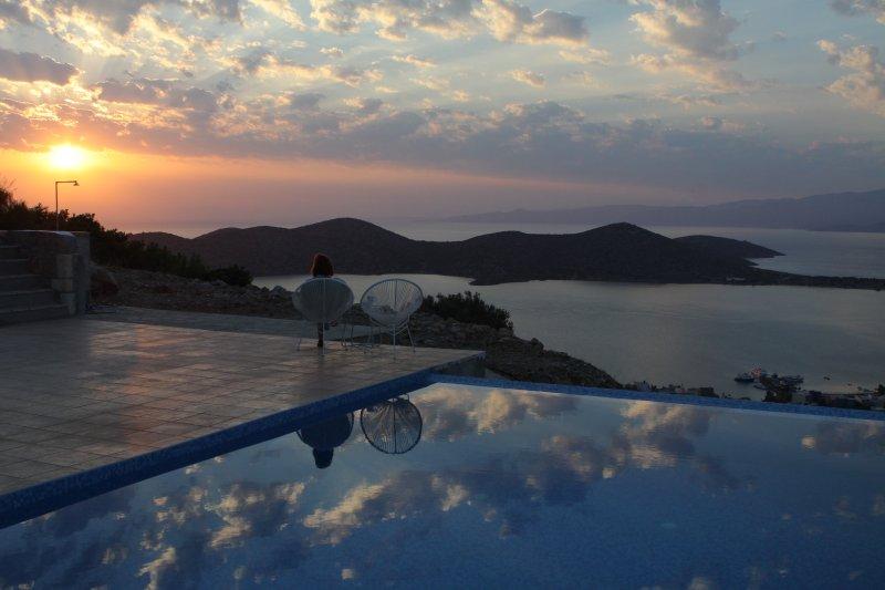 Villa Estée, uma casa nova marca com piscina privada, onde pode relaxar completamente.