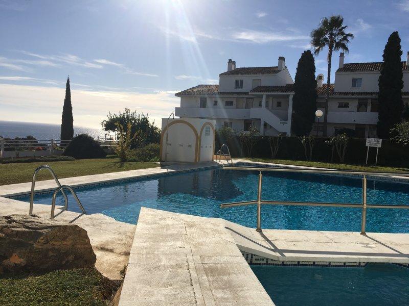 Marbella- Riviera. Nice apartment with views, holiday rental in La Cala de Mijas