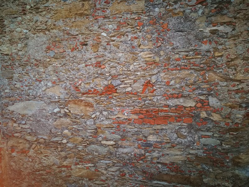 As pedras do muro do edifício casa