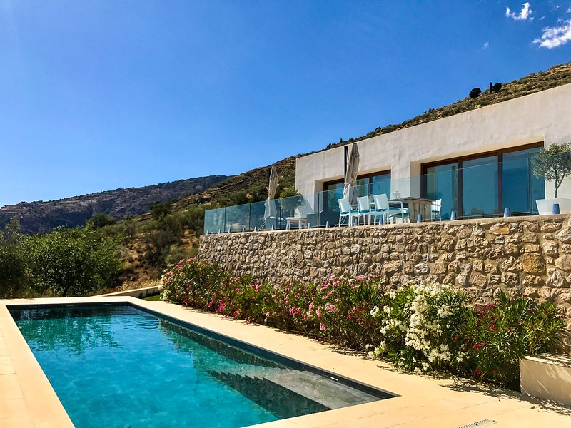 Alpujarra Escape - The Glass House. Luxury in the rugged Sierra Nevada..., vacation rental in Bubion