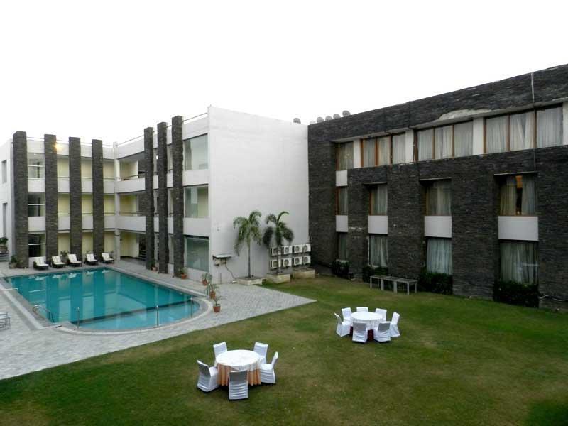 HOTEL HANS RESORT (Executive 5), casa vacanza a Rewari District