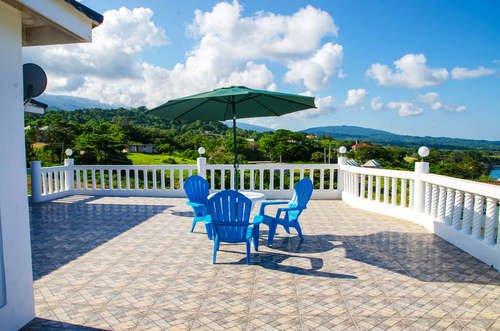 Villa Juanita - 3 Bedroom Apartment 1, holiday rental in Buff Bay